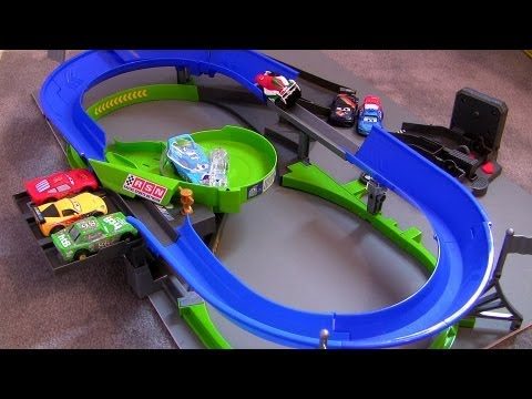 Cars 2 Stunt Racers Double Decker Speedway Playset Lightning McQueen Disney Pixar car-toys