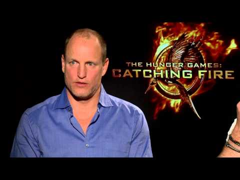 Woody Harrelson & Liam Hemsworth talk socks, cracking feet and Hunger Games