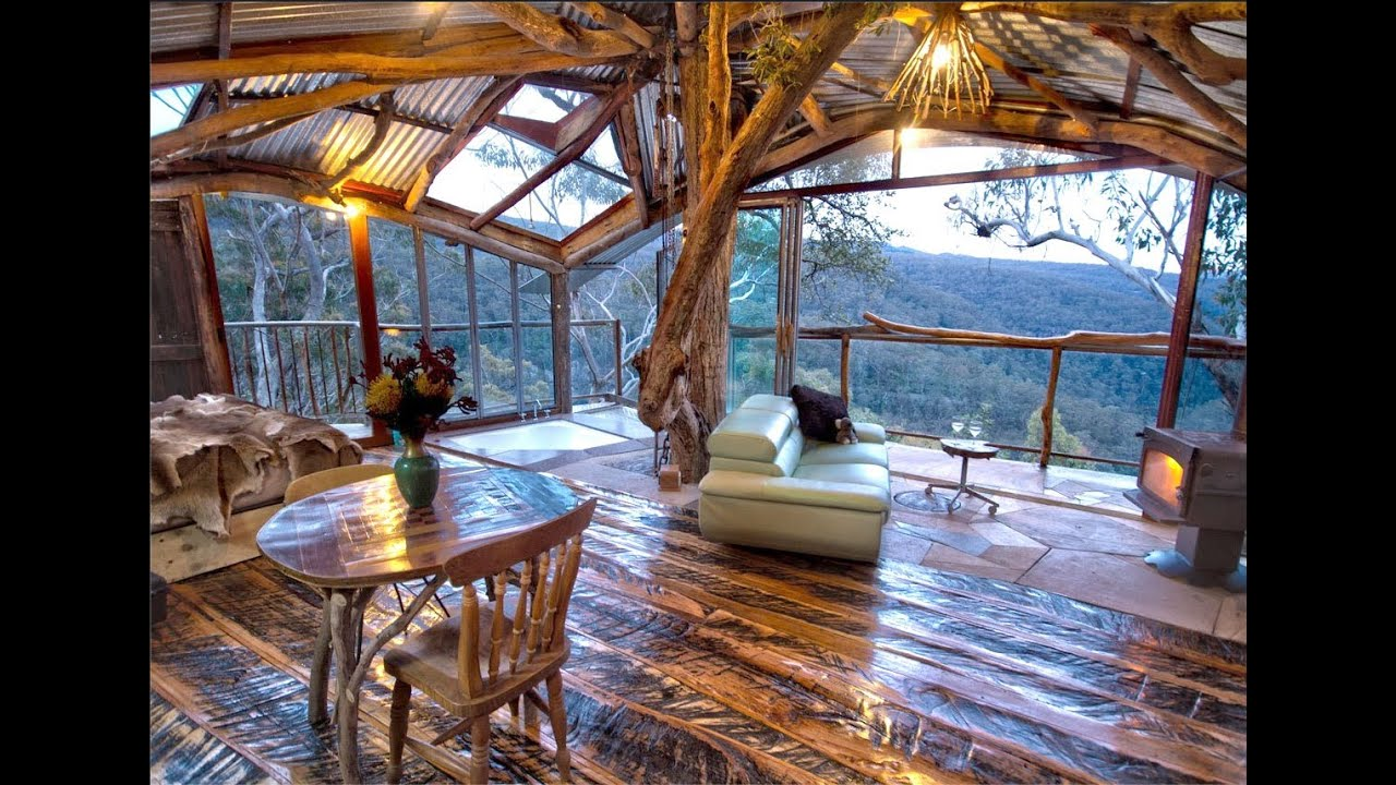 The world 39 s best treehouse with a spa blue mountains for Best house interior designs in the world