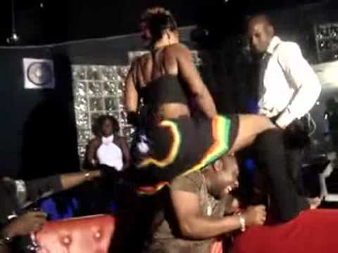 Musique Ivoirienne:bobaraba Etouffement. video