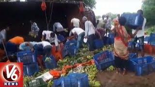 Banana Truck Roll-over Near Suryapet - Local People Flee With Bananas  - netivaarthalu.com