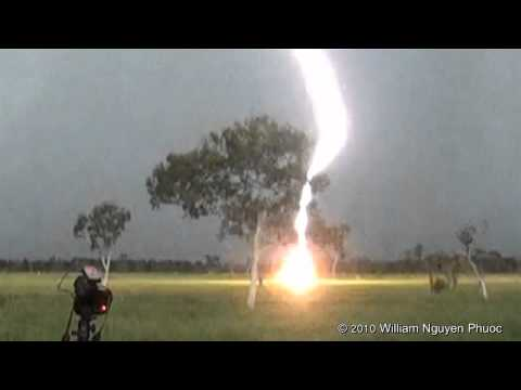 http://www.ntwildscapes.com http://www.youtube.com/willz75 This massive clear air bolt (cloud-to-ground lightning bolt) hit about 200-250m away from our loca...