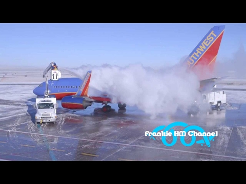 Plane sliding on ice | Aircraft skiddin on ice | Airplanes sliding