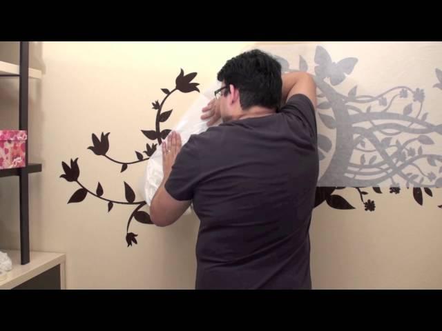 Colocación de vinilos sobre pared pintada con gotelé