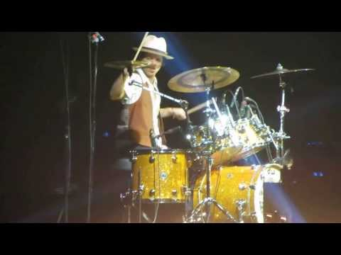 Bruno Mars - Locked Out Of Heaven [live In Madrid 2013] video