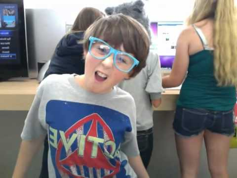 APPLE STORE DANCE TO CHECK IT OUT!!