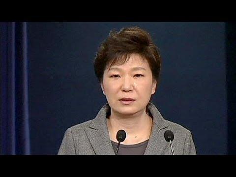 بدموع حارقة....رئيسة كوريا الجنوبية تعتذر لشعبها