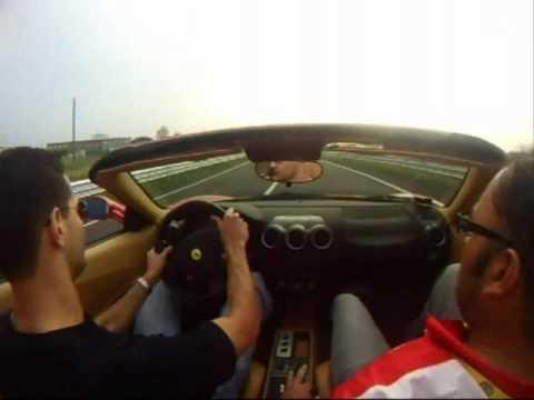 Stus guida la Ferrari F430 F1 Spyder a Maranello