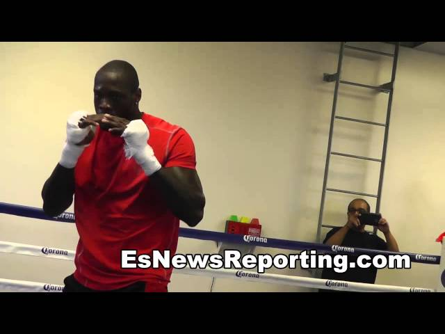 knockout king deontay wilder wokring out EsNews boxing
