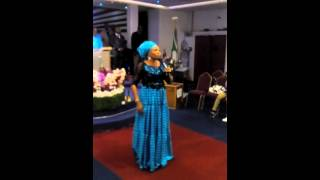 Evang tope alabi prays for lizzy in london