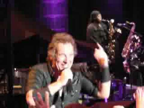 BRUCE SPRINGSTEEN - Girls in their summer clothes MI 2008