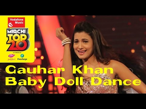 Gauhar Khan dances on Baby Doll - No.1 Song on #MirchiTop20 Countdown