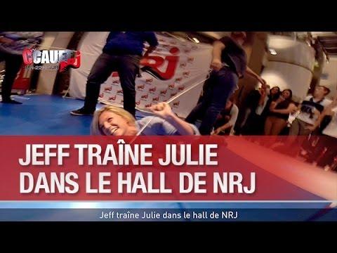 Jeff traîne Julie  dans le hall de NRJ - C'Cauet sur NRJ