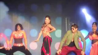 Kala Choshma Sidharth Malhotra and Katrina Kaif Dream Team Concert HD