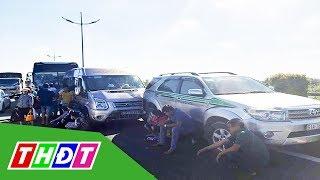 7 ô tô đâm liên hoàn, cao tốc TP. HCM - Trung Lương ùn tắc | THDT