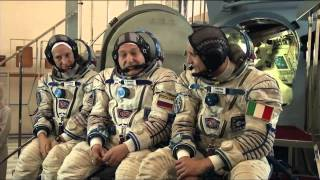 Next ISS Crew Conducts Final Exam in Soyuz Simulator