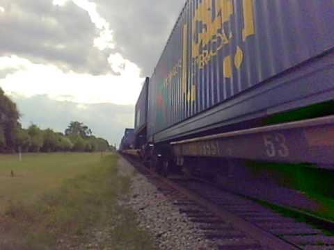 Close Up Northbound CSX Trailer Train - Jesup,Ga-173.AVI