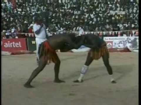 Lutte traditionnelle : Issa Dan Gawarou (Maradi) VS. Yacouba Adamou (Niamey) thumbnail