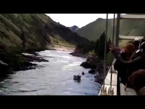 Jet Boat Crashes into Rock at Salmon River Jet Boat Races 2013