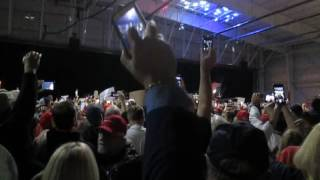 President Trump arrives to massive crowd at Pittsburgh Airport 11/06/16