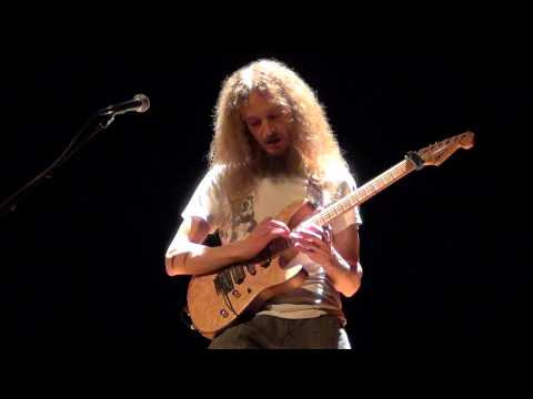 Guthrie Govan - Seven - Amazing Performance !! - 16-10-2014 Valence (france) Master-class video
