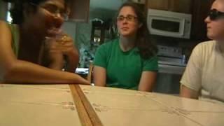 Thumb 2 estúpidas chicas tratan de convertir a su compañera hindú al cristianismo