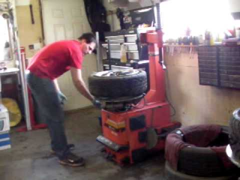 Sicam BC-502 tire changer DODGE SRT4 how to change a tire - YouTube