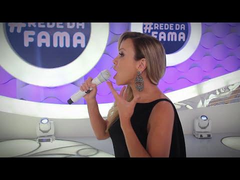 Eliana se diverte com Lívia Andrade e retoca a maquiagem depois de se emocionar