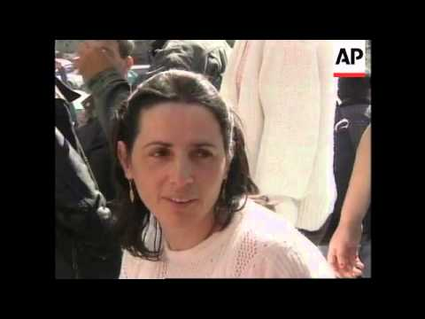 BOSNIA: SARAJEVO: KOSOVO ALBANIAN REFUGEES OCCUPY UN BUILDING
