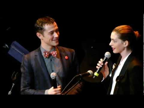 Anne Hathaway + Joseph Gordon Levitt sing together (2011) LIVE HD