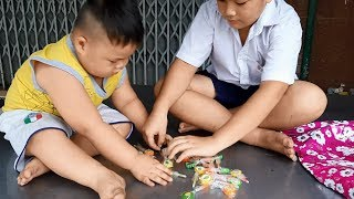 Đồ Chơi Trẻ Em Bé Pin Chia Đều Kẹo Mút❤ PinPin TV ❤ Baby Toys Share Lollipop
