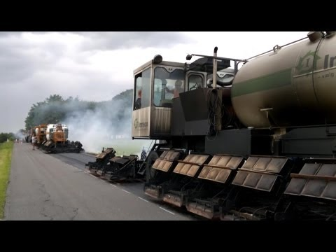 Resurfacing An Old Road With Asphalt Remix