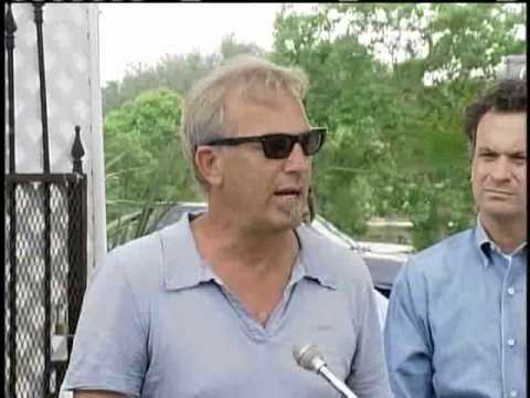 Kevin Costner Helps To Fight Spill Video