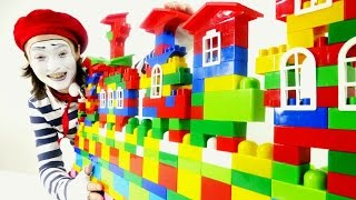 Clown Funny Videos for children 🏠 Big House LEGO Construction 🏠 Funny Clown Videos