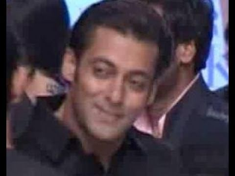 Salman Khan Loses Out To Shahrukh In The Promo War, Katrina Kaif Apologises To Media, & More News video