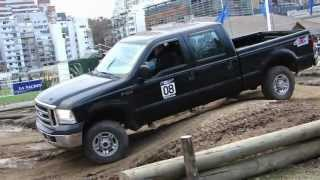 Ford F100 doble cabina en 3 ruedas y Fiat Palio Adventure Locker - Salon del Automovil Buenos Aires