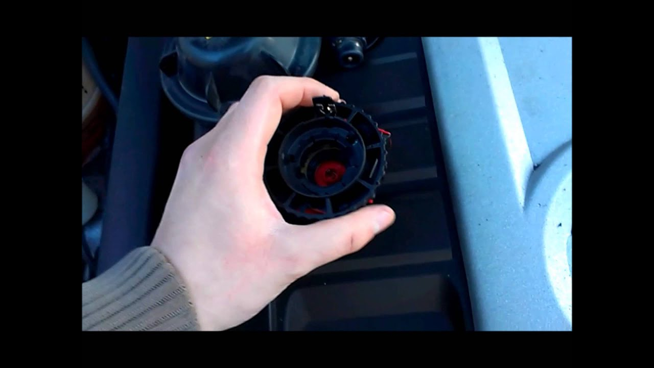 Changing front low beam HID Xenon bulb on Volkswagen Jetta GLI 2007 - YouTube