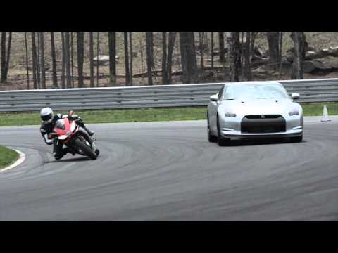 Aprilia RSV4 Factory APRC SE vs Nissan GT-R