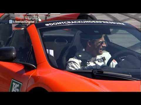 Crisitano Ronaldo y Jenson Button conducen un McLaren en el circuito del Jarama