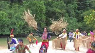Puerto Princesa's  Sinika and Pangkat kalinangan  performing Banwa Ko
