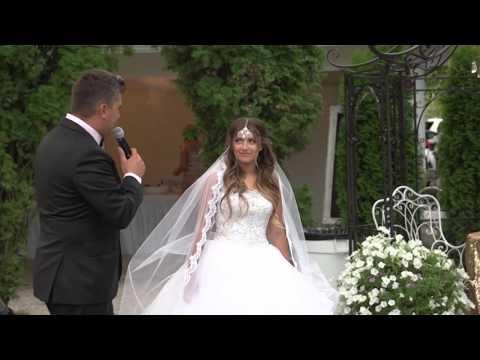 Здравствуй невеста Отец поет своей дочери песню.
