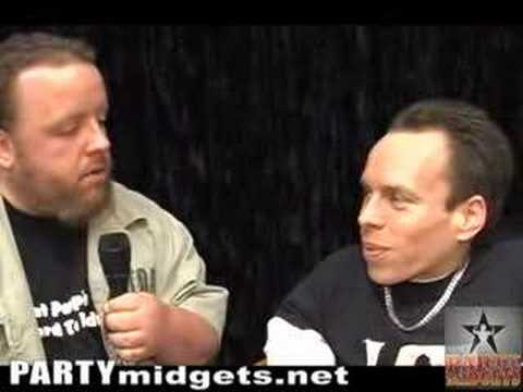 Toad interviews Warwick Davis (Willow, The Leprechaun, Ewok)