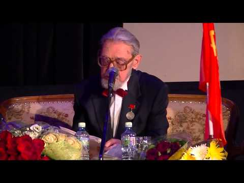 Владимир Бушин на юбилейном вечере читает свои стихи