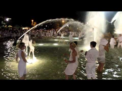Le Dîner en Blanc -- Philadelphia 2012, Cleansing begins in the Fountain.mov