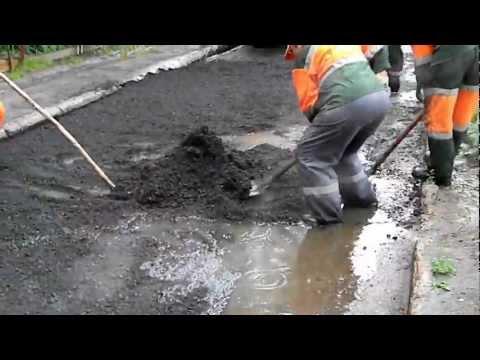 Почему асфальт укладывают в дождь