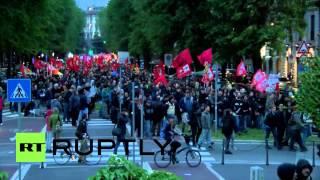 """Italy: """"Nazis? No thanks!"""" - Protesters flood Milan"""