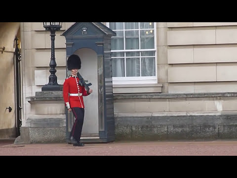 Buckingham Palace Guard Entertains the Crowds - August 2014