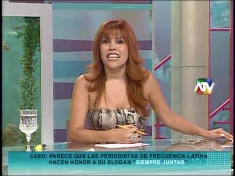 Perla Berrios dando pase a Melisa Peschiera