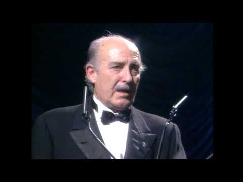 Enrique Alarcón recibe el Goya de Honor 1991