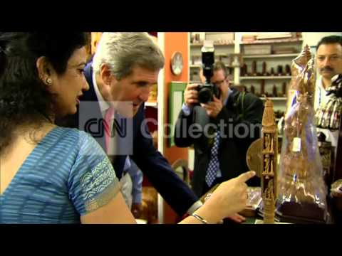 INDIA: SECY KERRY GOES CARPET SHOPPING